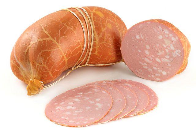 Нарезанная вареная колбаса