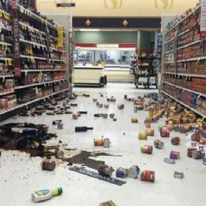 Разбитый товар в магазине