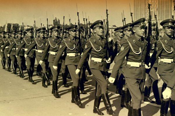Солдаты в парадной форме