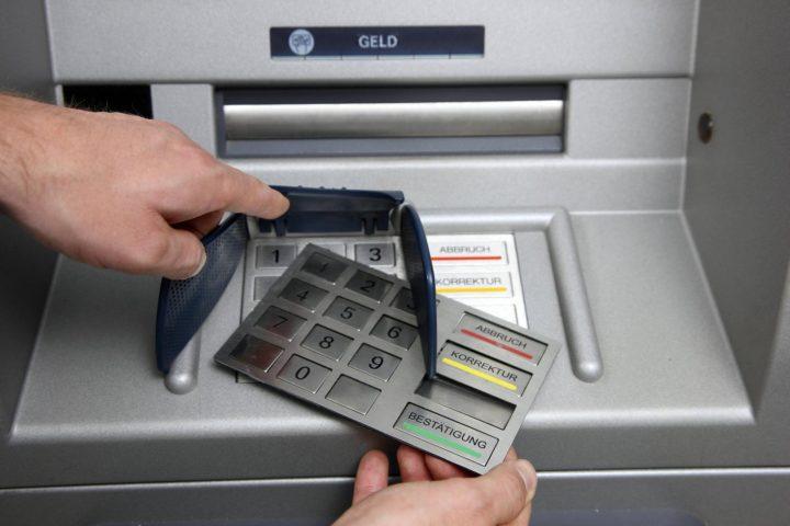 Фальшивая накладка на клавиатуру банкомата