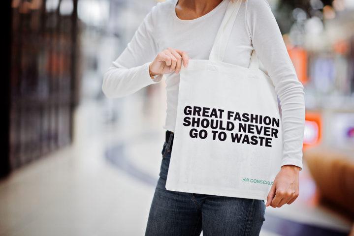 Девушка с тканевой сумкой