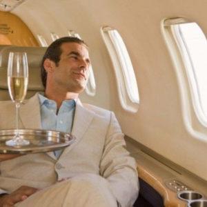 Богатый человек в самолете
