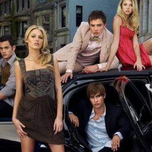 Богатая молодежь на машине