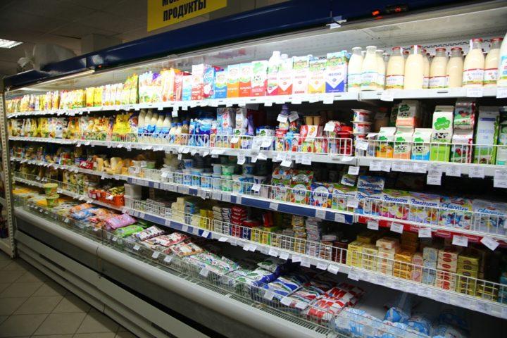 Молочные продукты и хлеб располагаются в самом дальнем углу торгового зала