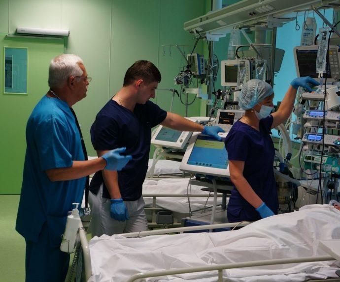 Медицинский персонал в реанимации