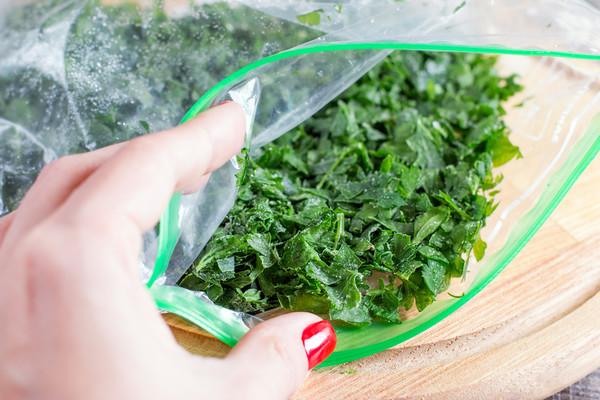 Замороженная зелень в пакете