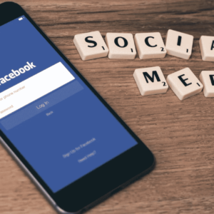 Фейсбук на смартфоне