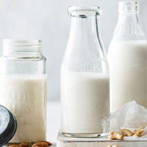 Молоко в бутылках