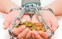 Как освободится от долгов и выбраться из финансовой ямы: советы психологов