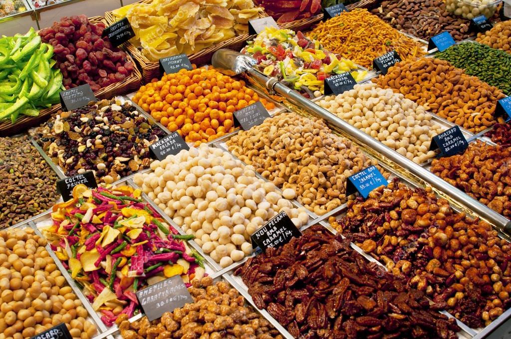 Покупные орехи и сухофрукты