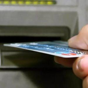 Украли деньги с карты: что делать владельцу и куда обращаться