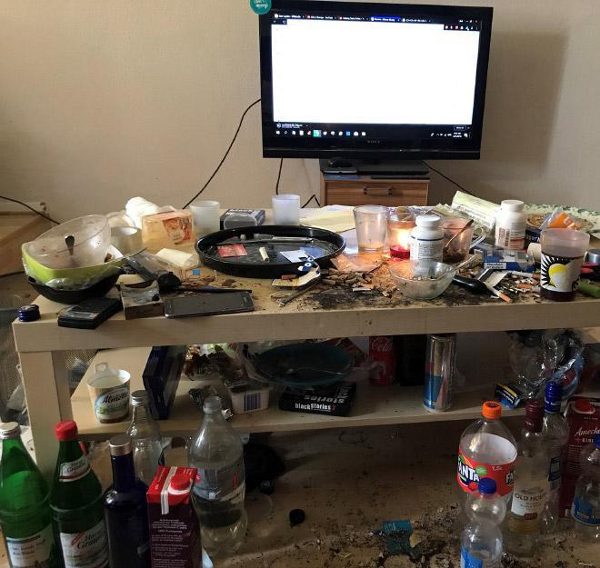 Беспорядок и мусор в комнате