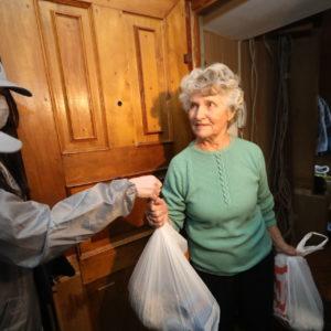 Чем вы можете помочь пожилым соседям во время карантина