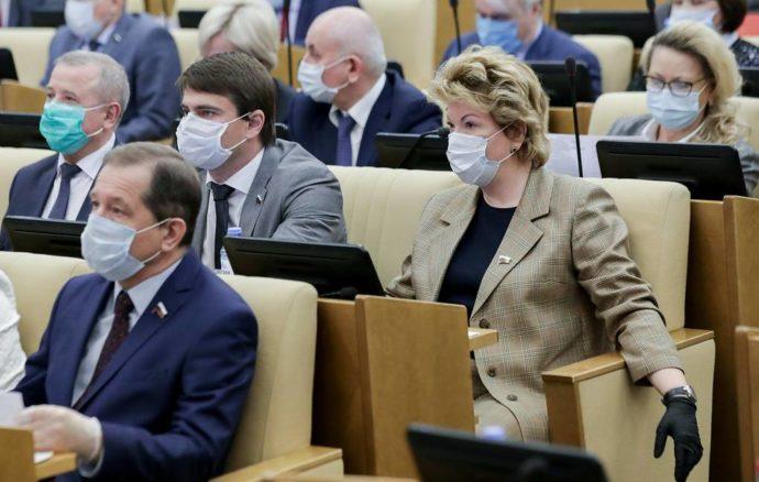 Депутаты в масках