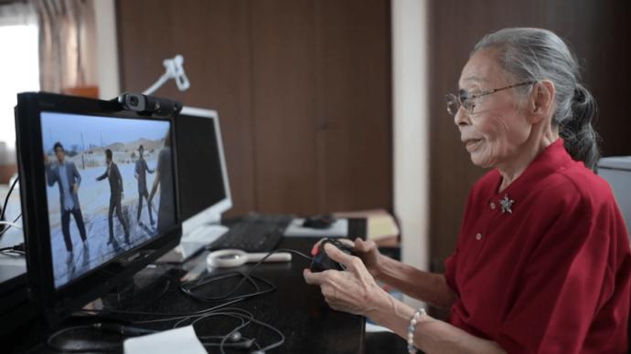 Японка Хамако Мори играет в компьютерные игры