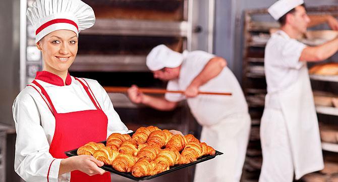 Пекарь с круасанами