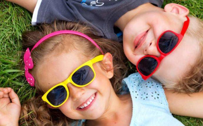 Дети в солнцезащитных очках
