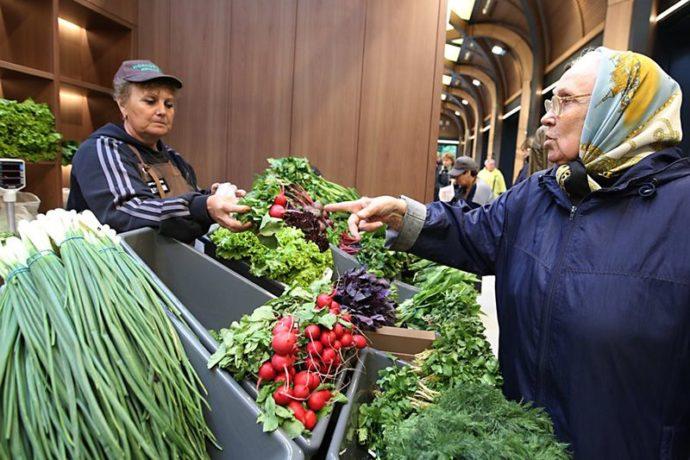 Бабушка на рынке