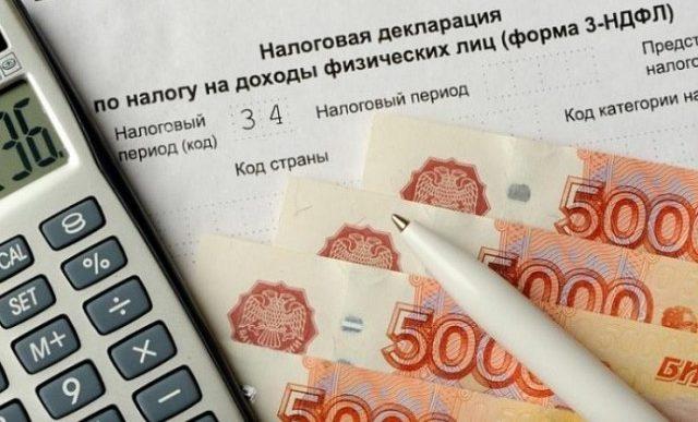 Налоговая декларация, деньги и калькулятор