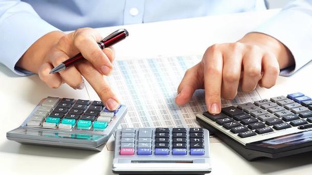 Калькуляторы на столе