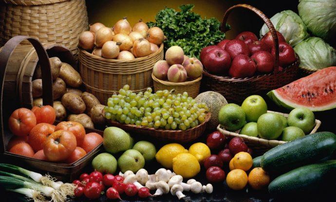 Овощи и фрукты в корзинках