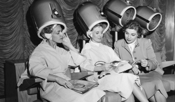 Женщины в советской парикмахерской