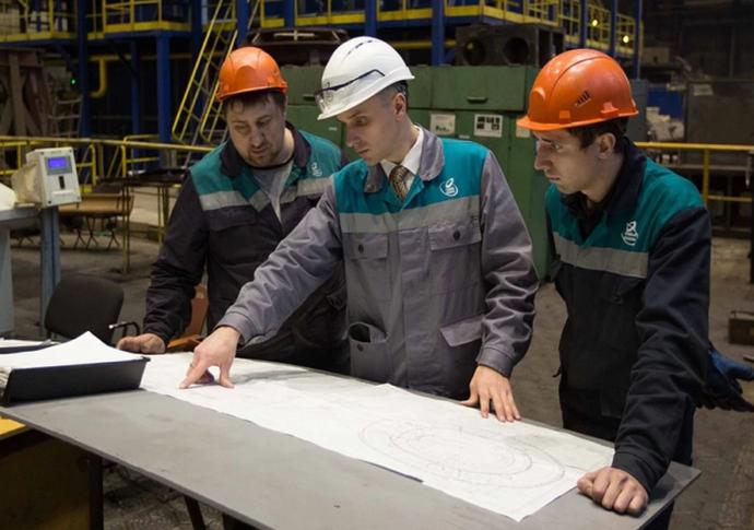 Трое рабочих-строителей