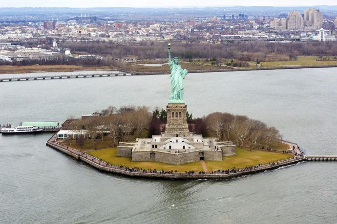 Статуя Свободы на острове Свободы, США