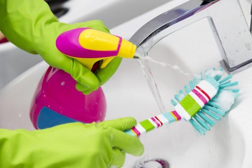 Средство для чистки ванны и ершик