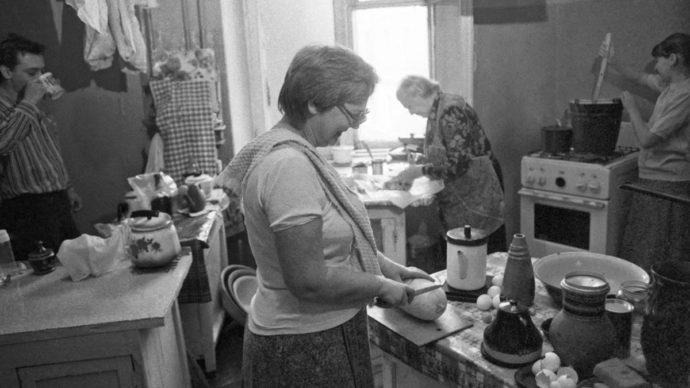 Общая кухня в коммунальной квартире