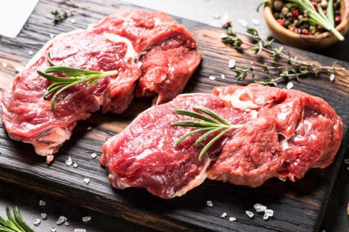 Свежее мясо с розмарином