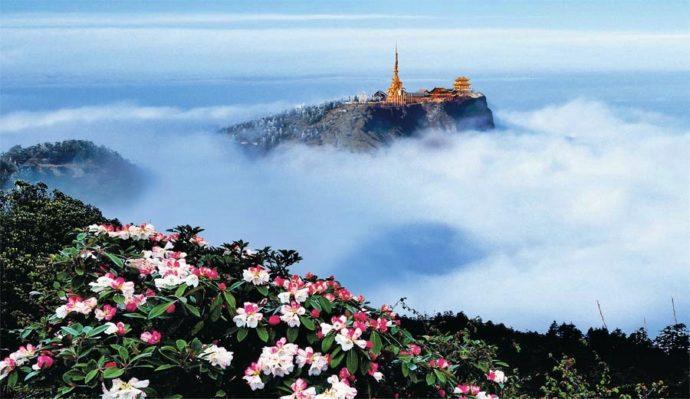 Гора Эмэйшань в Китае