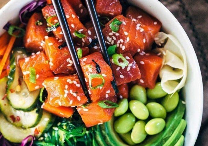 Поке - салат из сырой рыбы