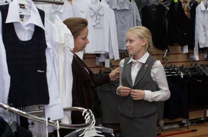Школьная одежда в магазине