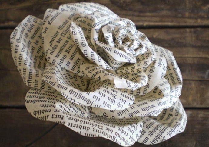 Цветок из газетной бумаги