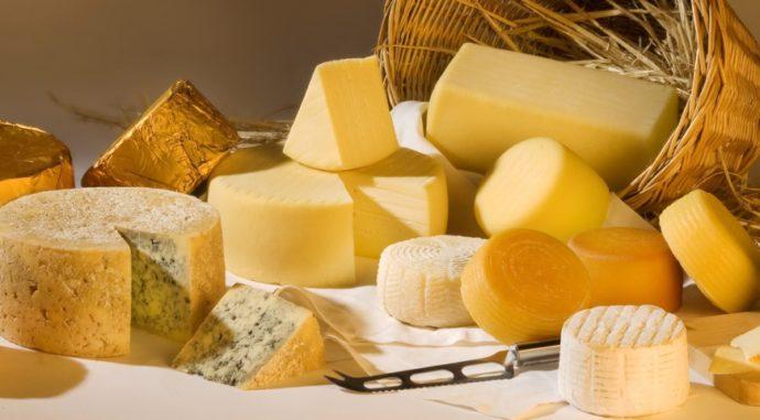 Много разного сыра