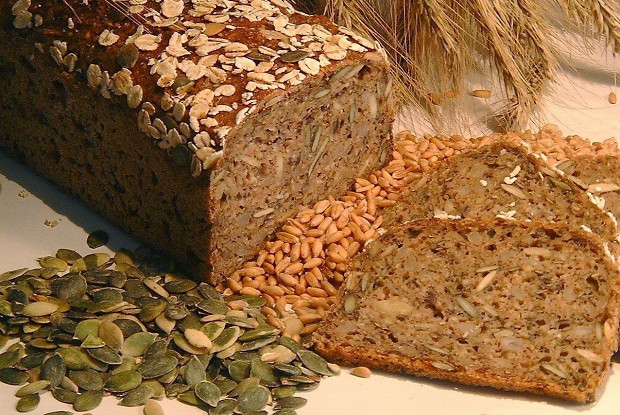 Черный хлеб с семечками