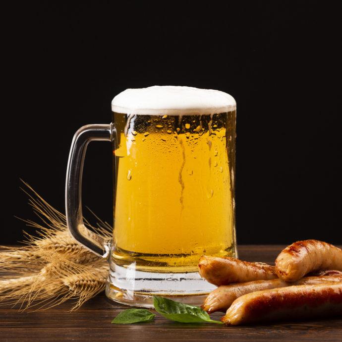 Холодное пиво с сосисками