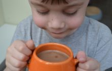 Мальчик не хочет какао