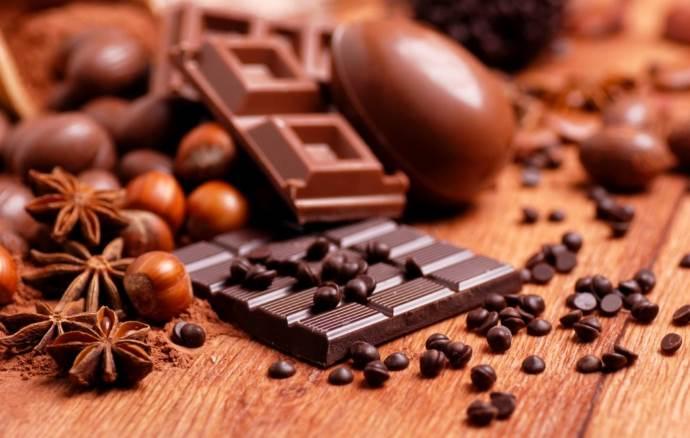 Пряности и шоколад разных сортов и производителей