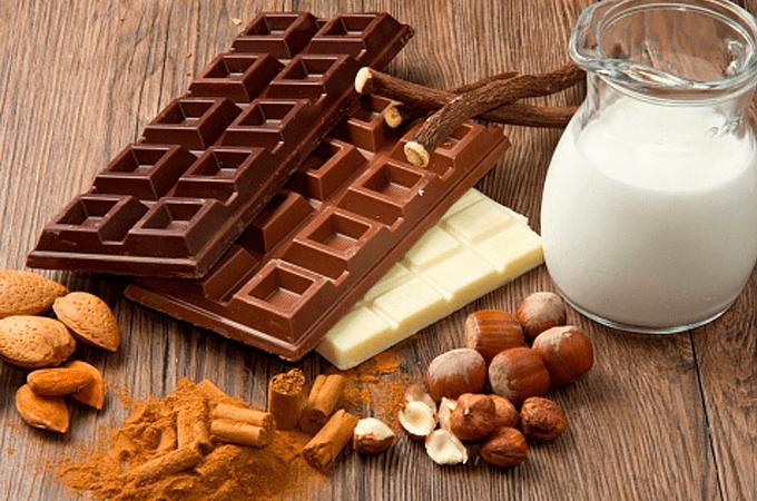 Горький, молочный и белый шоколад, молоко и пряно-ореховое ассорти