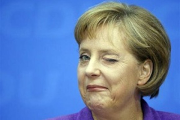 Ангела Меркель подмигивает