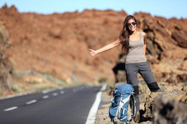 Девушка и автостоп