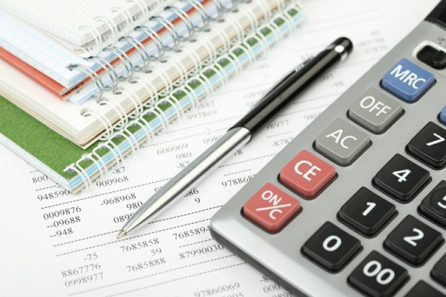 Калькулятор, квитанции и ручка