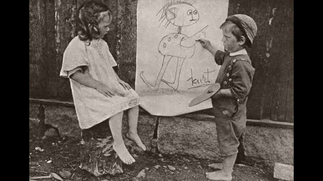 Ретро-фото рисующих детей