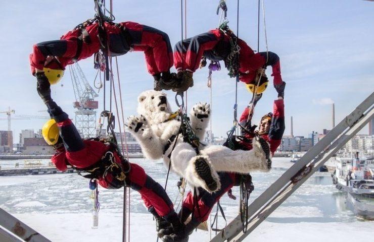 Протестная акция с белыми медведями