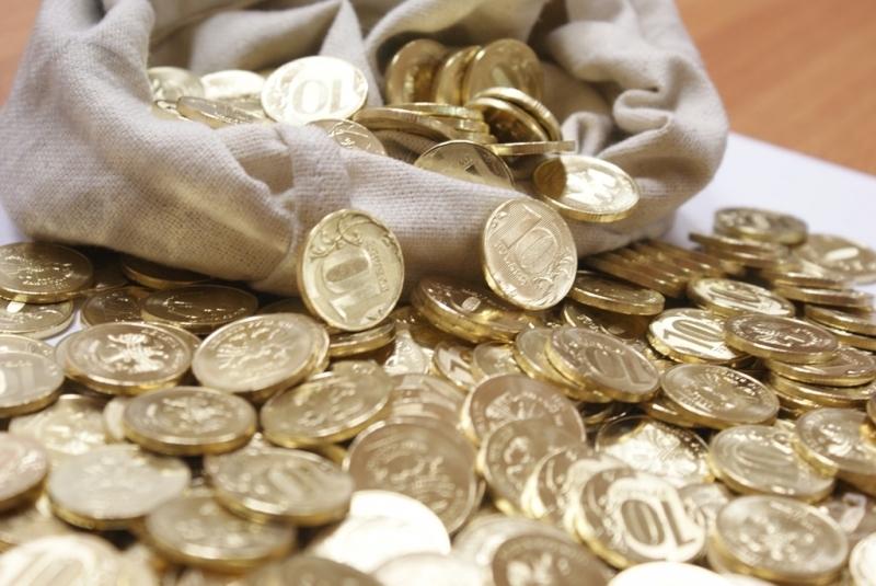 десятирублевые монеты в мешке
