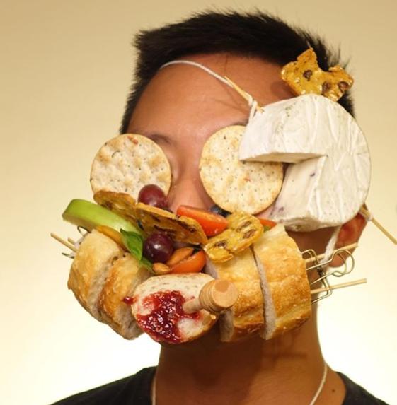 Набор гурмана на лице