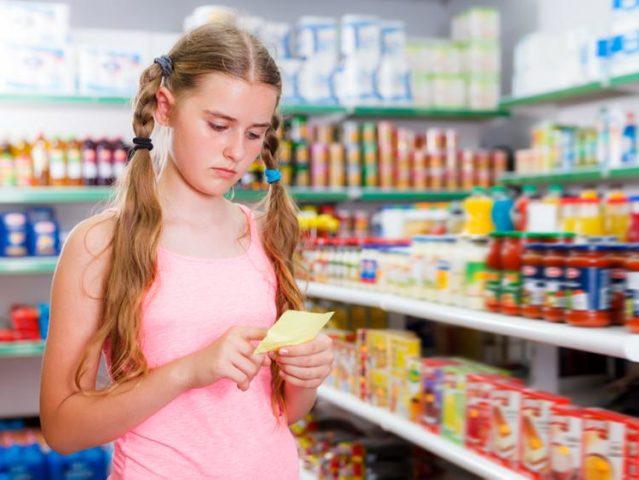 Девочка в магазине