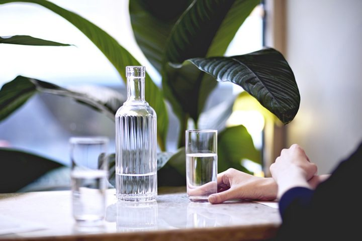 Графин и стакан с водой